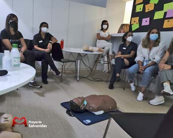 Training in BLS and CPR at the Cristina Viyuela Dental Clinic