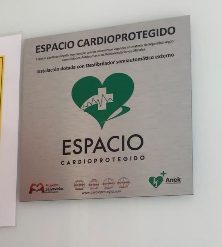Cardioprotected space certification plate